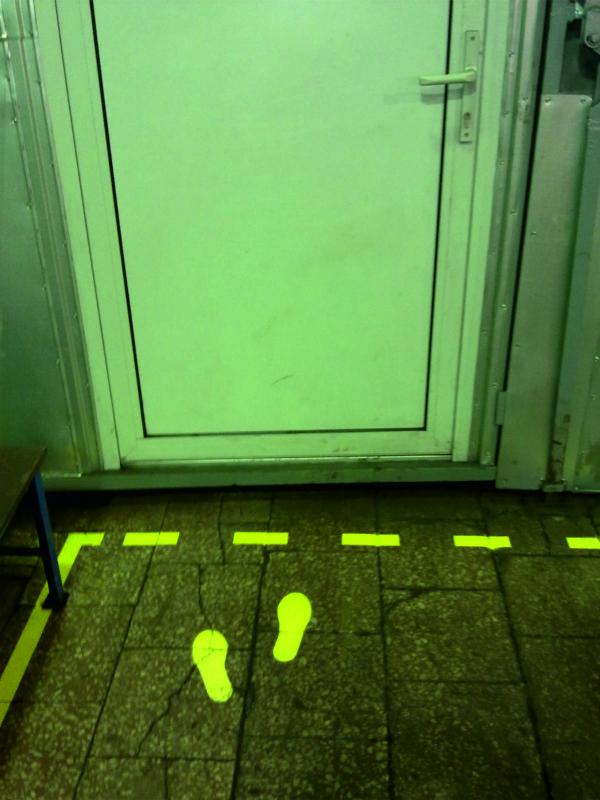 naklejki podłogowe 2